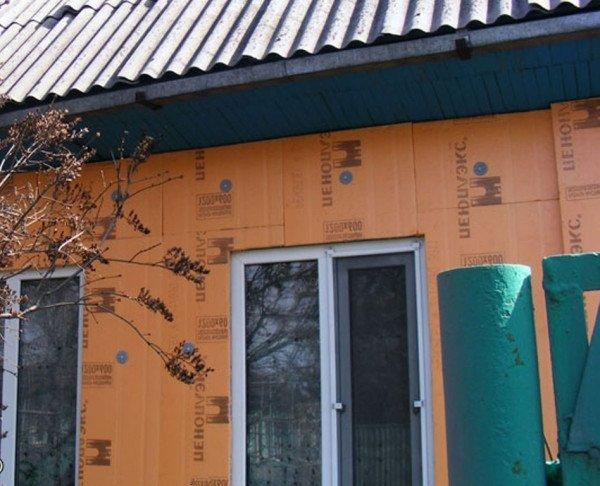 Как утеплить деревянный дом снаружи: пеноплексом – верный ответ