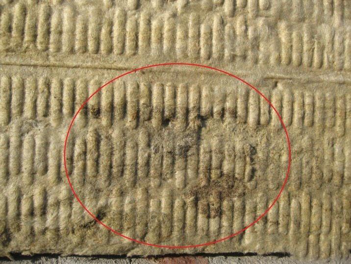 Дефекты от наличия под утеплителем ржавеющих деталей
