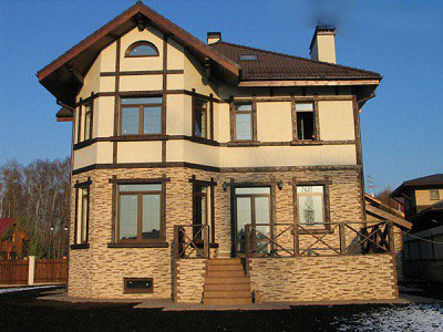 Натуральный и искусственный камень для отделки фасада частного дома