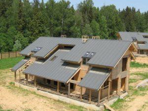 Односкатная крыша используется при возведении небольших строений, таких как гараж, баня, хозяйственная постройка